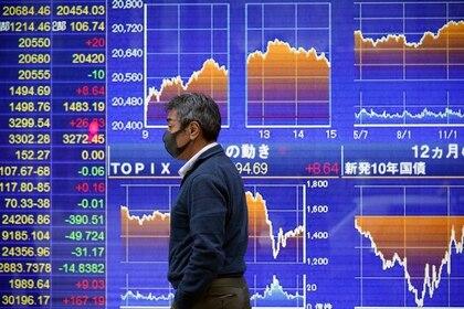 El Nikkei cae al cierre un 3,47 % por nuevos temores sobre la covid-19. EFE/EPA/FRANCK ROBICHON/Archivo
