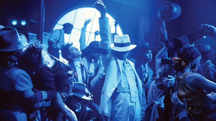 Michael Jackson lució varios sombreros blancos hechos a medida para el  videocliop Smooth Criminal eb632af21da