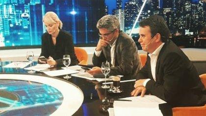 """Romina Manguel y Tato Young (en el medio, el también panelista Maxi Montenegro), en una emisión de """"Animales Sueltos"""" (Foto: Instagram)"""