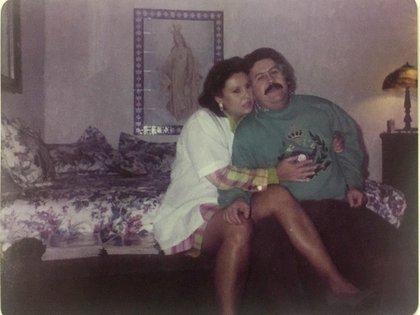 24 de diciembre de 1991. Navidad en la cárcel La Catedral, junto con su marido Pablo Escobar, quien había construido su propia prisión en acuerdo con el Gobierno colombiano