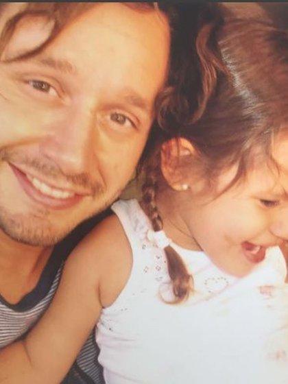 Desde su fallecimiento, el actor chileno la recuerda con alguna imagen juntos el día 8 de cada mes