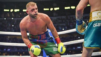 Se convirtió en lo que criticaba: las duras palabras de Saunders a un boxeador que se retiró tras fractura de pómulo