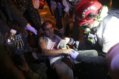 Una persona herida durante las manifestaciones en Lima