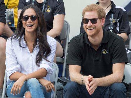 El príncipe Harry junto a Meghan Markle en un juego de tenis en Toronto, Canadá (Foto: Cortesía)