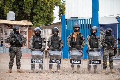 Las fuerzas de seguridad controlan el aislamiento social en Villa Azul