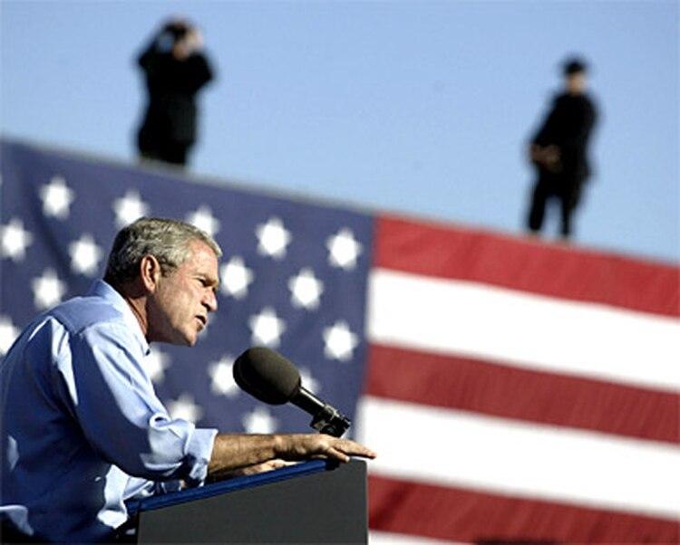 22fed893c Polémico artículo periodístico vincula a Bush con los nazis - Infobae