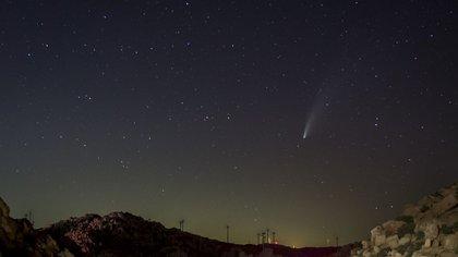 El Cometa Neowise, visto  la noche del lunes desde La Rumorosa. El astro tiene 4.8 kilómetros de diámetro , estará de paso en la Tierra y no regresará en más de 6.000 años (FOTO: OMAR MARTÍNEZ /CUARTOSCURO.COM)