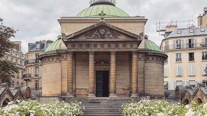 La capilla Expiatoria se edificó donde estaban originalmente los restos de los monarcas Louis XVI y María Antonieta (Instagram: @versailles_culture_et_vous)
