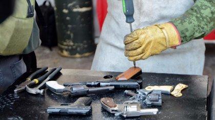 Además de recolectar las armas, la Sedena se encarga de destruirlas (Foto: Gobierno de la Ciudad de México)