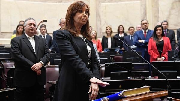 Cristina Kirchner al momento de jurar como senadora (Senado)