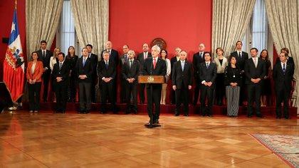 Sebastián Piñera confirmó la salida de ocho ministros y ratificó en sus cargos a los otros 16 (Reuters)