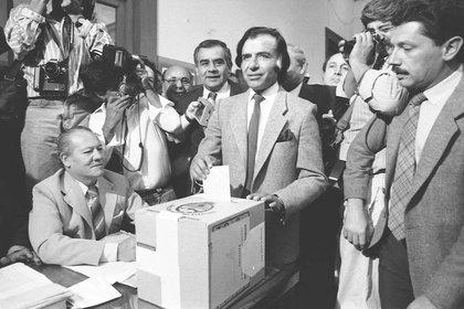 El 14 de mayo de 1989, Menem compitió en las elecciones presidenciales contra el candidato del radicalismo Eduardo César Angeloz. Lideró la fórmula del Frente Justicialista Popular y se impuso con el 49,3% de los votos