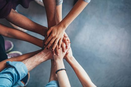 Construir relaciones efectivas en el trabajo es importante para alcanzar los objetivos a corto y largo plazo (Getty Images)