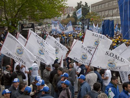 El Sindicato de Obreros Marítimos Unidos (SOMU) también inició un paro en los puertos