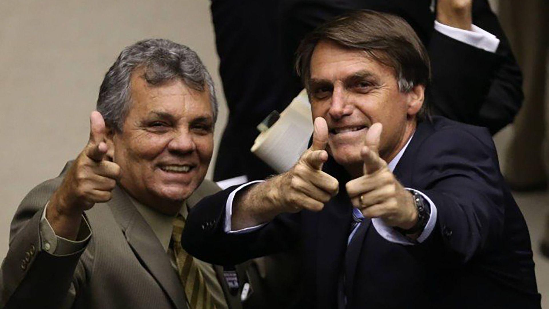 Bolsonaro, un gesto característico en el que simula un arma en la mano.