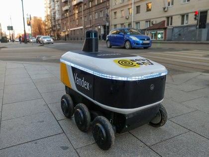 Yandex.Rover, un robot para hacer delivery de comida, en Moscú, Rusia (REUTERS/Evgenia Novozhenina)