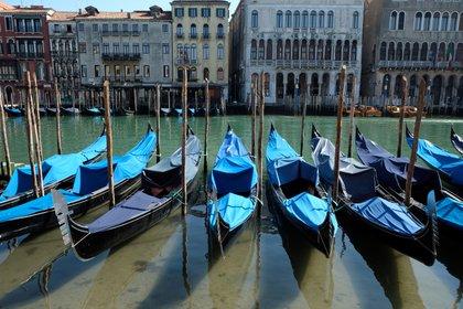 Las góndolas descansan sin turistas ni tránsito interno (Reuters)