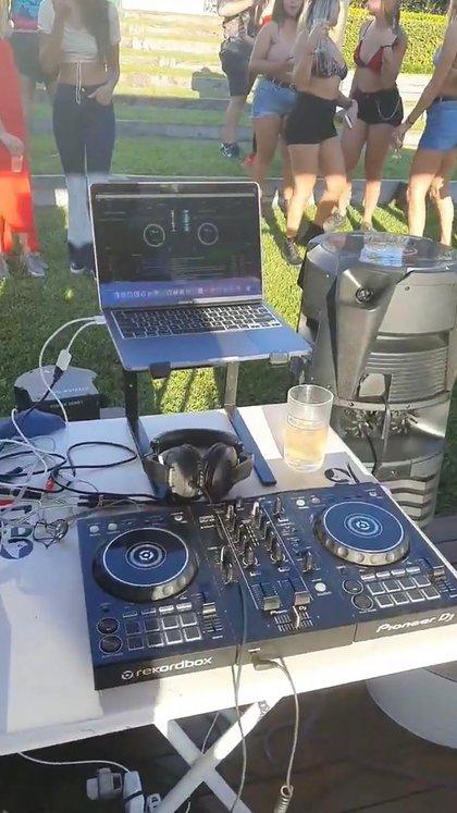 En la fiesta había más de 70 personas y música en vivo