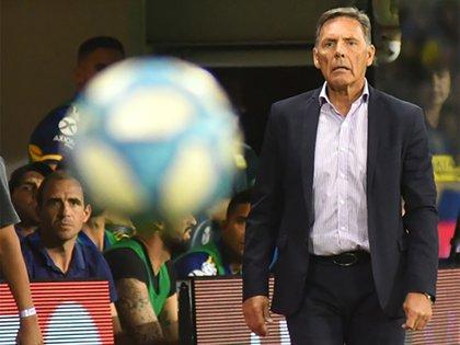 Somoza y Russo con la mirada fija en la pelota: el Flaco se hará cargo del equipo en Paraguay (Fotobaires)