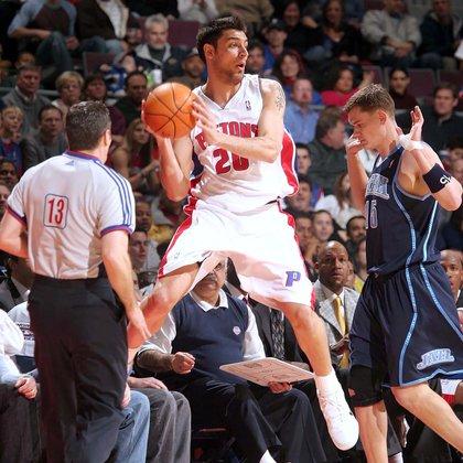 Carlos Delfino defendió la camiseta de los Detroit Pistons (AFP)