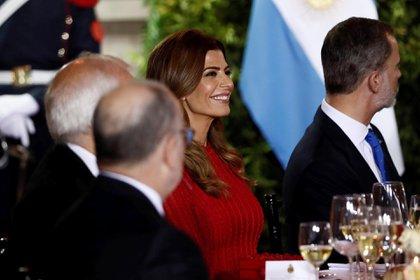 La primera dama optó por un atuendo monocromático rojo que deslumbró a todos los presentes