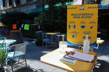 Fotografía de las medidas para entrar a un restaurante en Ciudad de México (Foto: EFE)