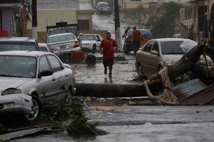 Autos destrozados por el huracán en Guayama, Puerto Rico (REUTERS)