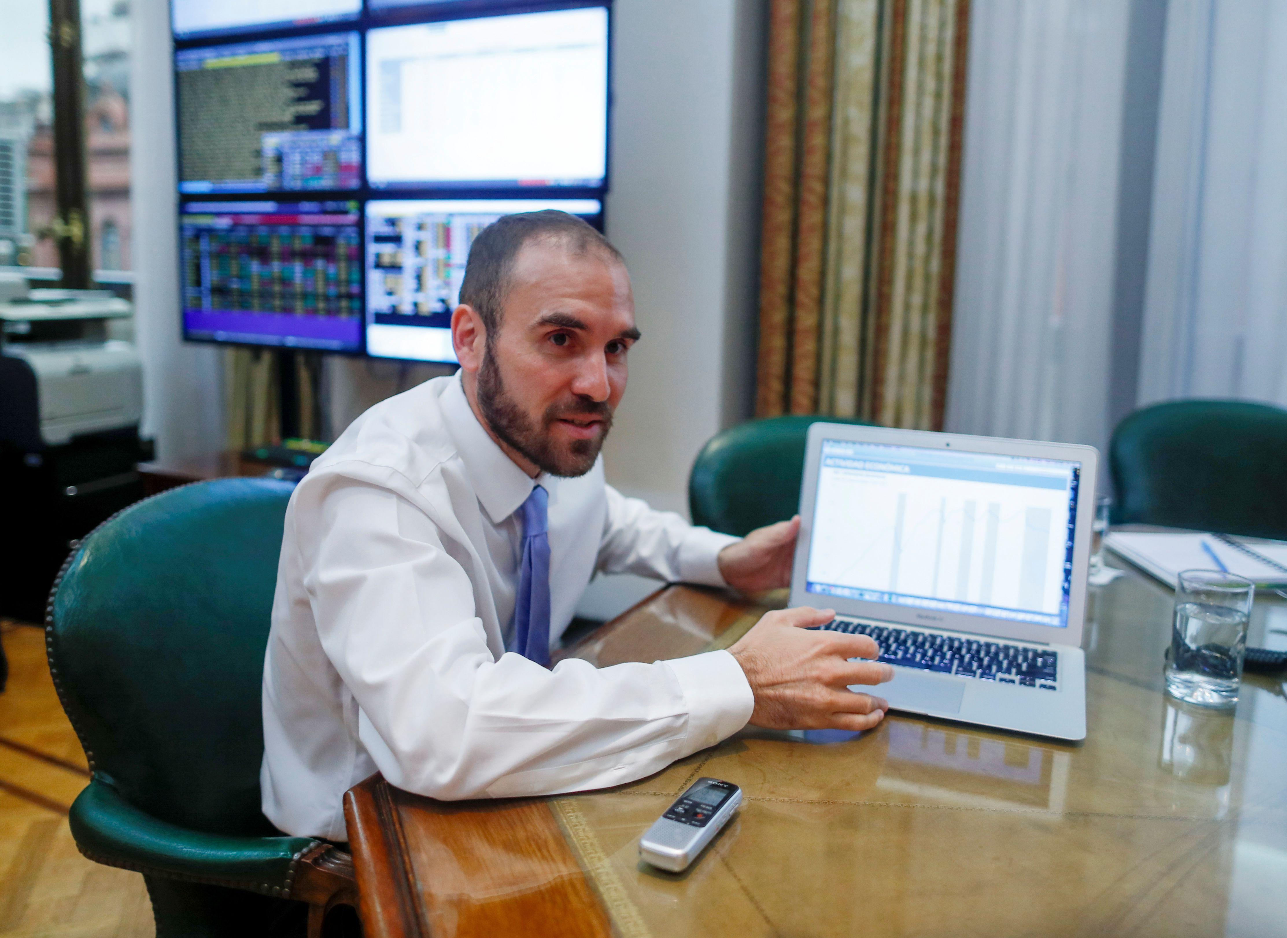 El ministro de Economía, Martín Guzmán, durante una entrevista concedida ayer.