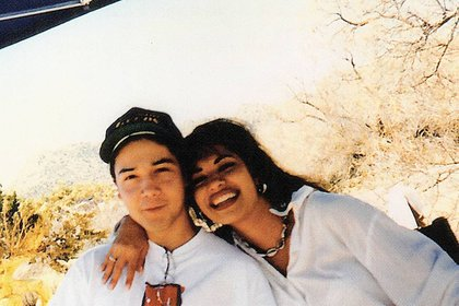 Selena y Chris Pérez, guitarrista de la banda, mantuvieron una relación hasta el día de la muerte de la cantante.  (Foto: @chrispereznow/ Instagram)