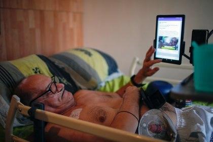 """Cocq difundirá el final de su vida """"en directo"""" en su cuenta de Facebook a partir del sábado cuando se despierte (REUTERS/Gonzalo Fuentes)"""