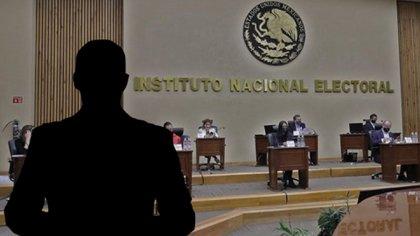 Sobre el intento del INE para evitar sus declaraciones de índole electoral el presidente de México consideró que se le estaría quitando su libertad de expresión (Fotoarte: Steve Allen)