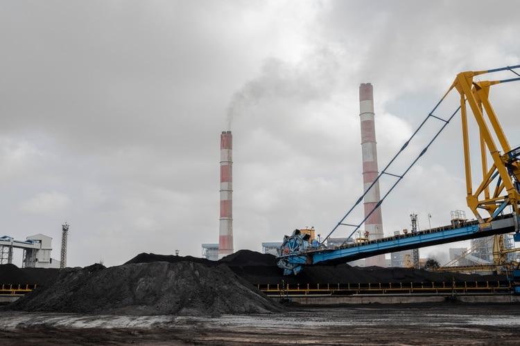 La estación de Mundra es la mayor central eléctrica privada de carbón de la India. (Rebecca Conway/The New York Times)