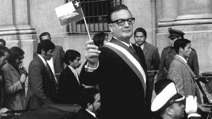 Salvador Allende Gossens el día que asumió como Presidente de Chile