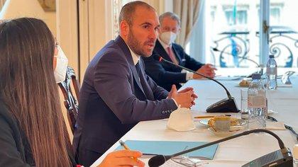 Guzmán se reunió  en París con empresarios franceses: les dijo que el Gobierno irá adaptando los controles de capital, para favorecer la inversión