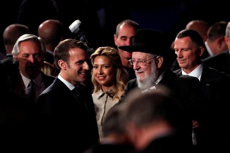 El presidente francés, Emmanuel Macron, y el gran rabino de Tel Aviv, Yisrael Meir Lau, titular del consejo de Yad Vashem (Reuters)