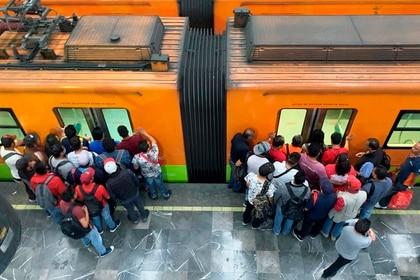 El Metro de la CDMX anunció cambios en sus horarios. (Foto: EFE)