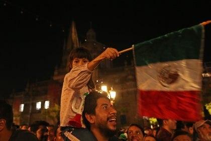 El presidente López Obrador ha propuesto que acudan 500 personas a la plaza del Zócalo capitalino con antorchas (Foto: Fernando Carranza García/Cuartoscuro)