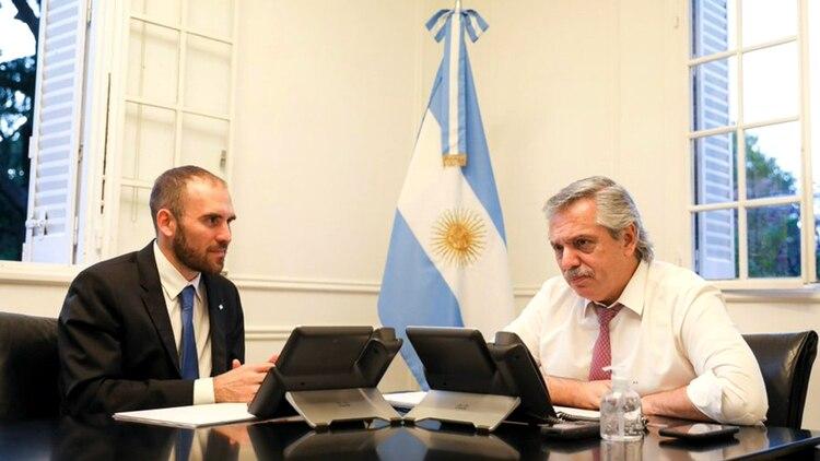 Alberto Fernández y Martín Guzmán durante un encuentro en la quinta de Olivos. (@alferdez)