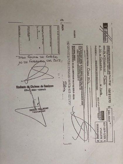 Pastorino depositó dinero para que solo el primero de los cheques fue cobrado por el Sindicato de Camiones
