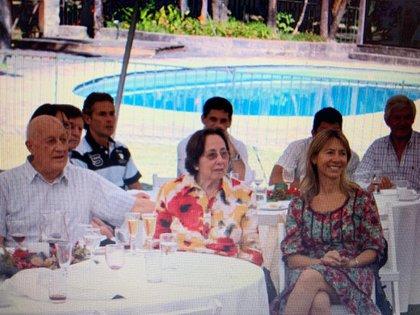 Carlos Samaria en su cumpleaños 80, junto a su esposa Amelia y su hija Stella