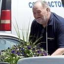 Photo © 2018 Splash News/The Grosby Group EXCLUSIVE Meghan Markle's father picks up flowers to take to ex-wife and Meghan's mother Doria Ragland's house in Los Angeles, California. Thomas Markle picked up two pretty plants at a Home Depot and dropped them off at Doria's house, but she was not at home. He left the gifts and a card in a pink envelope on the doorstep.