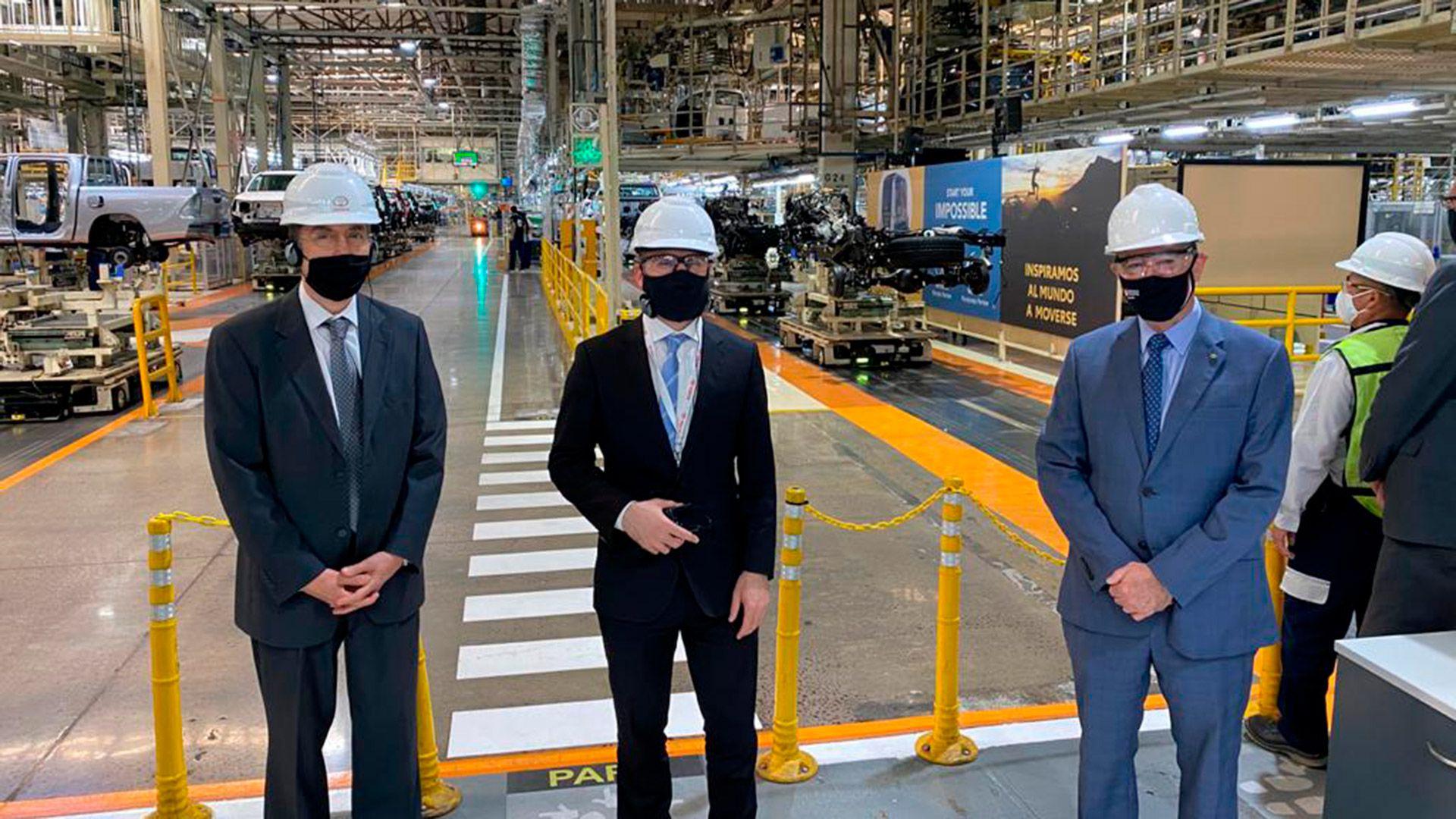Kulfas y Guzman en la planta de Toyota