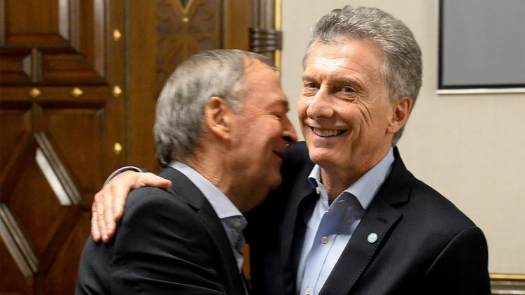 Mauricio Macri y Juan Schiaretti, en mayo, en el despacho presidencial (Prensa Presidencia)