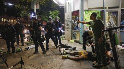 Los fanáticos habían salido a las calles de Los Ángeles a festejar (AP Photo/Christian Monterrosa)