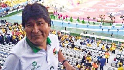 Aunque Bolivia no clasifica a un Mundial de fútbol desde 1994, Evo Morales no se ha perdido de ir a ninguno desde que es Presidente (gentileza: Pagina Siete)