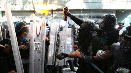Las protestas por ambos casos de brutalidad policiaca iniciaron en el Ángel de la Independencia. (Foto: EFE)