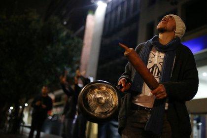 Demonstrators hit pans during a protest in Bogota, Colombia, November 21, 2019. REUTERS/Luisa Gonzalez