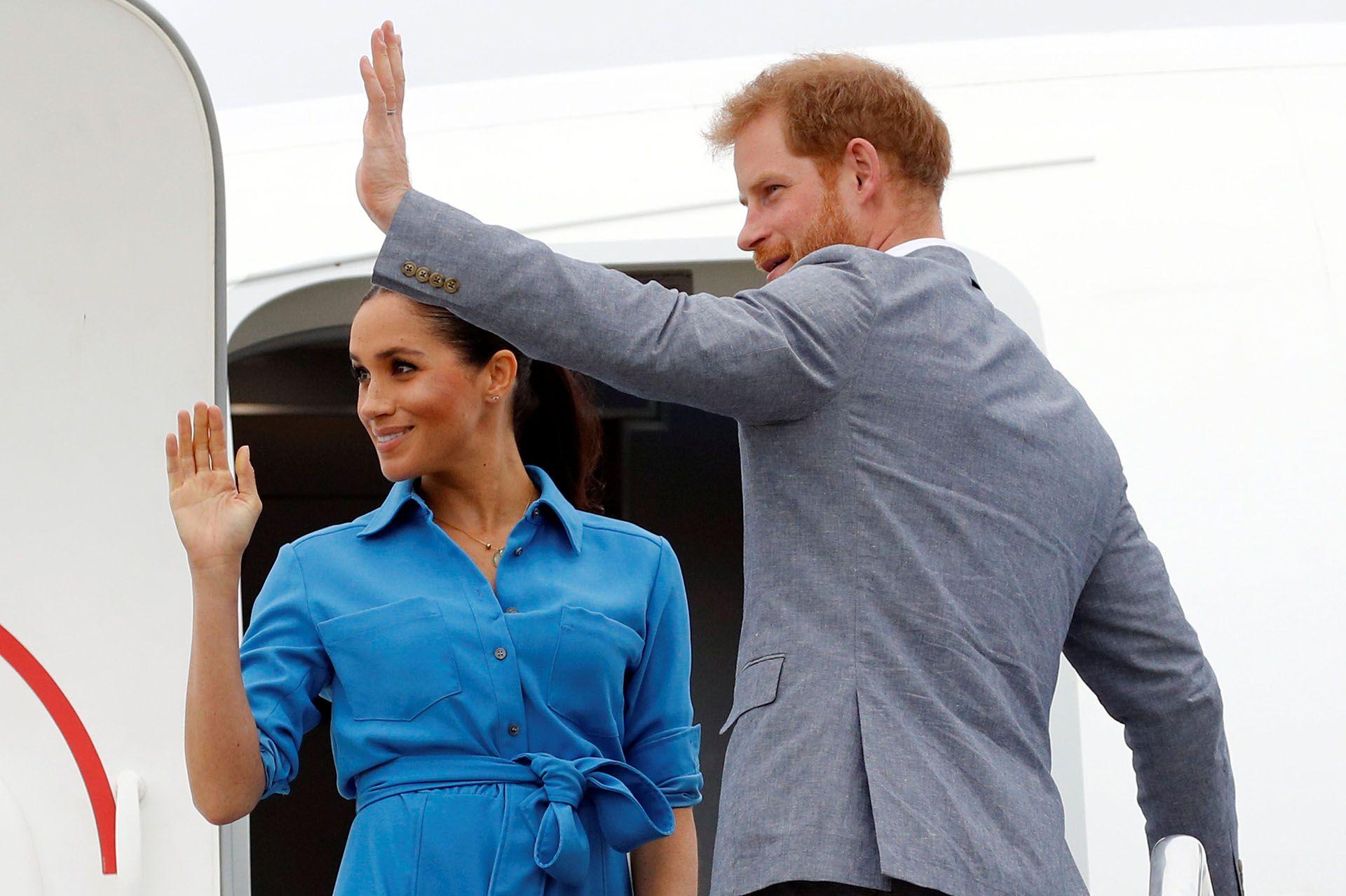 """Meghan Markle y el príncipe Harry son acusados de """"hipócritas """" y generan la furia de los británicos"""