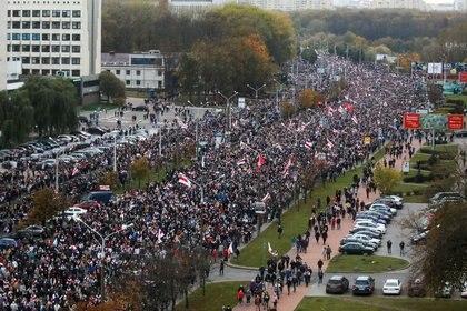 Manifestación para rechazar el resultado de las elecciones de Bielorrusia en Minsk, el 25 de octubre de 2020. BelaPAN via REUTERS