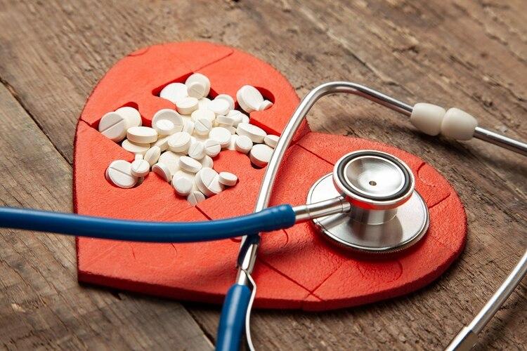 Una investigación reveló que es vital derribar el mito que una dosis de aspirina diaria previene un episodio cardiovascular (shutterstock)